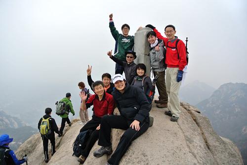 山登り同好会に参加し、休日は日韓混合で登山に