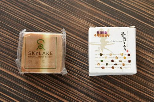 (左・箱なし)※現在写真左の商品は販売しておりません。 (右)100g 12,000ウォン