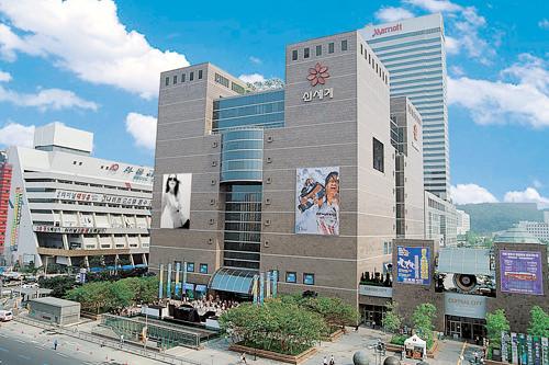 ソウル高速バスターミナルのすぐそばに位置