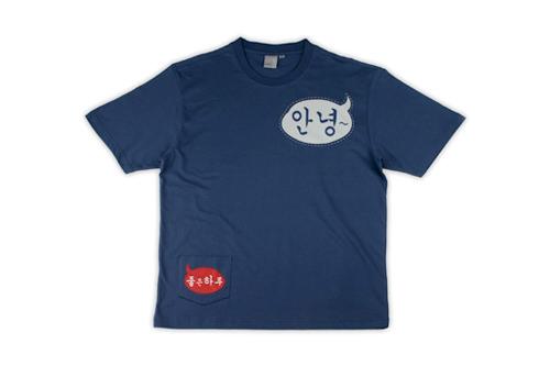 まるでTシャツがしゃべっているよう。ハングルTシャツ(24,000ウォン)
