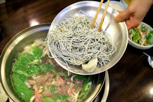 麺入り鍋料理へGO>>