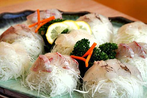 フェ(刺身)韓国では刺身と言えばひらめなどの白身魚が一般的