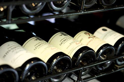 たくさんの種類のワインを置く店も増えてきています