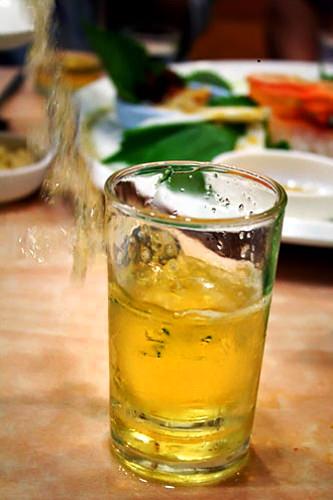 2. ビールのグラスへドボン