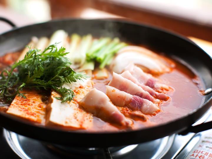 キムチ鍋(キムチチョンゴル) 7,000ウォン※2人分から注文可
