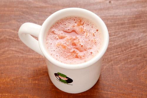 グレープフルーツティー(ジャモンチャ)3,500ウォン100%グレープフルーツジュースに果肉をたっぷり入れ、ミルクスチーマーで温めたホットドリンクは人気のメニュー