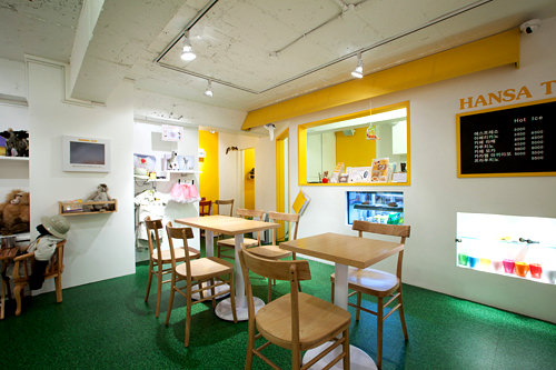 地下1階のカフェスペース