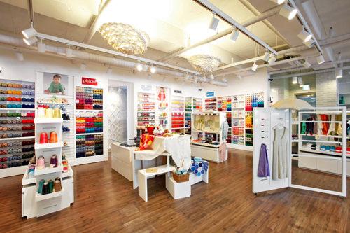 多様な商品が並ぶ1階