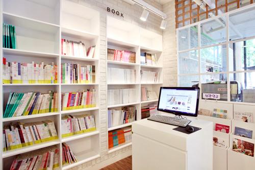 書籍は欧米や日本のものが7割を占め、15,000~30,000ウォンが中心