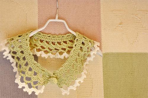 かぎ編みのつけ襟は部屋のインテリアにも使えそう