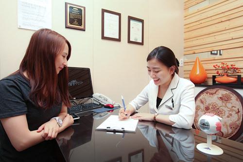5.カウンセリング各種検査の結果をもとに、具体的な手術内容について説明を受けます。このときに費用などについても相談します。