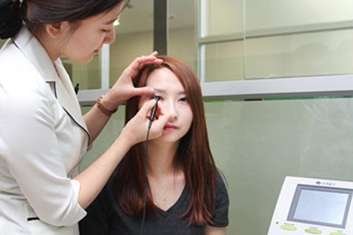 4.超音波角膜厚測定超音波を用いて角膜の厚さも測定します。