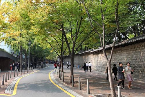 ジェシカが自転車で駆け下り、サニーが子どもたちと歩いた「徳寿宮(トクスグン)トルダムキル」