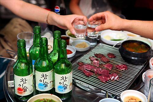 ストレートで飲むのが韓国風