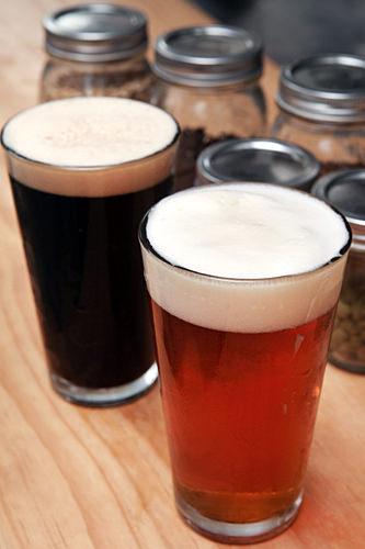 Magpie Brewing  北米スタイルの新鮮なクラフトビールが飲めるお店。メニューは軽い苦味が特徴のペールエールビールと、コーヒーやチョコレートのような風味が特徴のポータービールの2種類のみ。おつまみはどんなものでも持ち込み可能です。