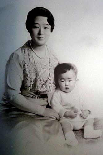 英親王妃とその息子・李玖