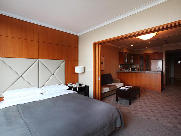 プライベート感ありの多様な部屋構成ワンルームタイプからマンションタイプまでルーム構成が多様。リビングルームと寝室がセパレート配置されている部屋ならプライベートが気になる人でも安心して利用できます。