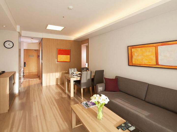 1人あたりの宿泊費が割安韓国の一般的なホテル同様、人数あたりの料金設定ではなく、一部屋いくらという計算になっています。そのため大人数で泊まれば、1人あたりの宿泊費が割安になることがあります。
