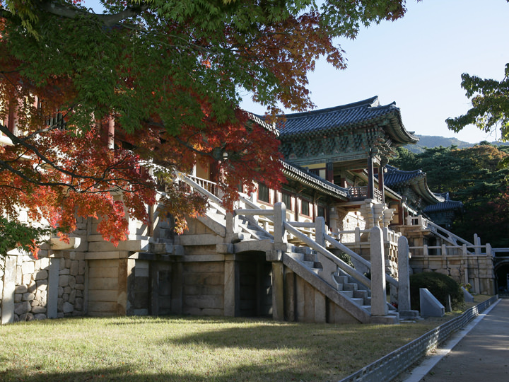 創建時より実存したとされる仏国寺の紫霞門