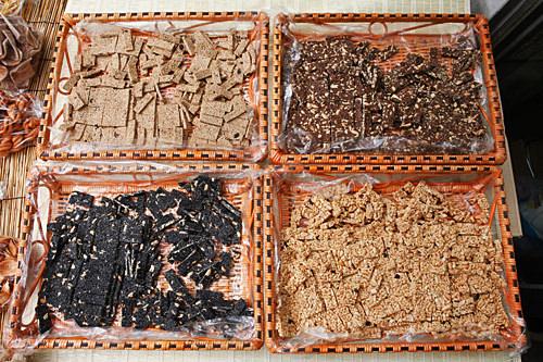 カンジョン(ゴマ入り3種、ピーナッツ入り1種)  200g  5,000ウォン、400g  10,000ウォン