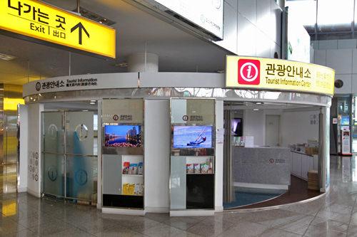 2階にある観光案内所。旅の情報収集はここで。