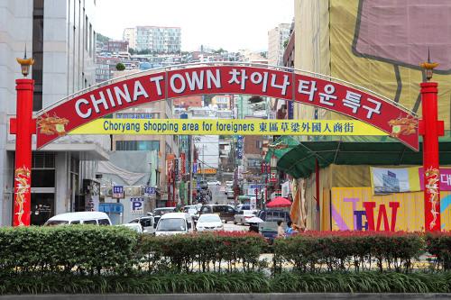 大通りの向かい側には上海街と呼ばれるチャイナタウンがあります。(地図9)