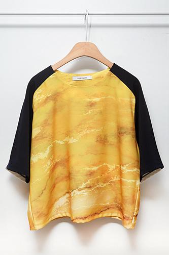 鮮やかな黄色が目をひくラグラン風トップス56,000ウォン