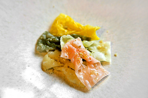 揚げ菓子(メジャックァ) 5個2,200ウォン小麦粉と生姜汁を混ぜて形をつけて揚げた菓子。