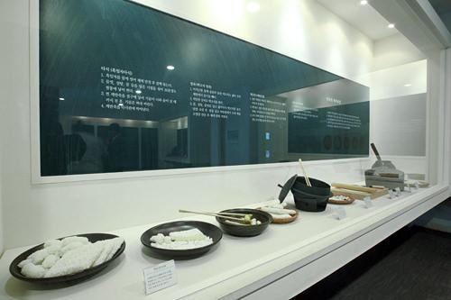 韓菓文化博物館韓佳院韓菓の展示だけでなく販売コーナーがあり、韓菓作り体験もできます。