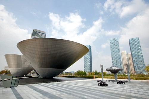 国際ハブ都市仁川を象徴する建築物トライボウルも代表的なロケ地