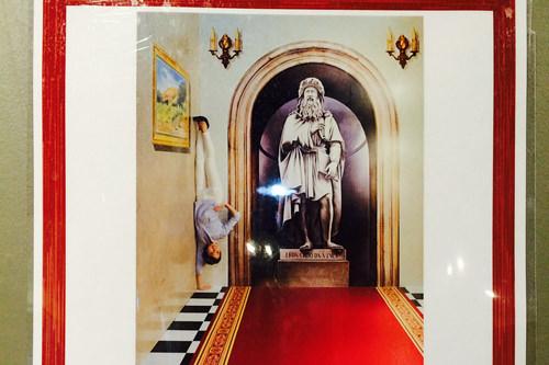 絵画の横に表示された見本