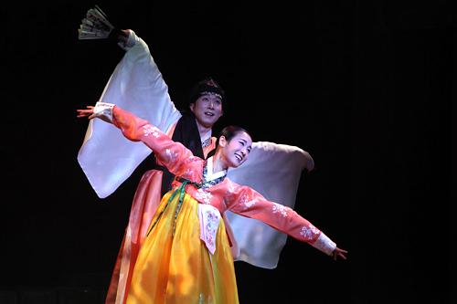 公演「美笑」※公演終了タクシーで約4分、徒歩約10分「NANTA」、「Fanta-Stick」タクシーで約3分、徒歩約12分