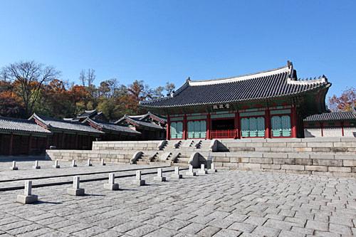 古宮・文化スポット「慶熙宮」タクシーで約5分、徒歩約15分「徳寿宮」タクシーで約11分、徒歩10分