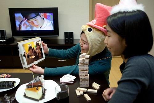 Wi-Fiがあるから日本の友達もスカイプで一緒にパーティー!
