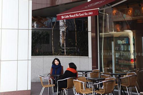 カフェ近!ホテル1階にカフェがあり、お茶や待ち合わせに