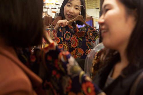 Kim's Boutique 三清洞店オリジナルデザインのワンピがおしゃれ女子大注目のお店。ここだけにしかないレトロモダンなアイテムに海外セレブもとりこ。