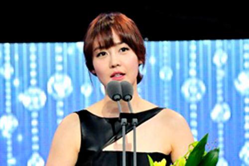特別企画部門ソン・ユリ(神たちの晩餐)「視聴者の皆さんに感動を与える女優を目指してこれからも頑張っていきたいです。」