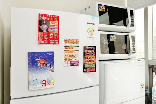 冷蔵庫に張り付くマグネット