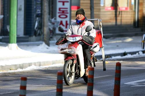 ノーヘルのバイク