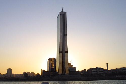 63ビルディング全長264mの超高層ビル。汝矣島のランドマークであるとともにソウルのシンボル的存在です。飲食店や水族館、免税店も併設されています。