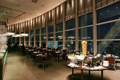 Top Cloudバー&グリル「雲の上のレストラン」こと、新羅ホテル経営の高層レストラン。すばらしいビューと、生演奏による贅沢でロマンチックなムード、おいしい食事が魅力。プロポーズの名所としても有名です。
