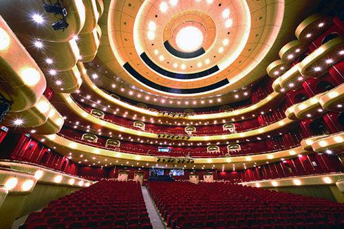 芸術の殿堂ソウルが誇る大型芸術施設。オペラハウス、音楽堂、国立国楽院、美術館などからなり、大掛かりな有名ミュージカルやオペラ、コンサートが開催されます。