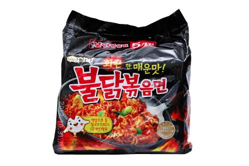 プルタッ焼きそば(三養食品)1,000ウォン 530kcal(写真は5袋入り)