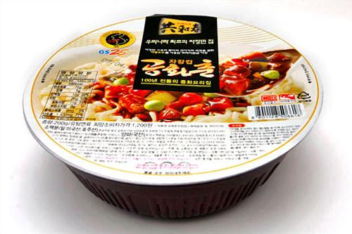 コンファチュンチャジャン(GS25)1,200ウォン 580kcal韓国のジャージャー麺店の元祖、共和春(コンファチュン)の味をインスタント麺に