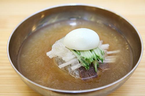 水冷麺 7,000ウォンすっきりさっぱりの冷麺はメイン料理のシメにも