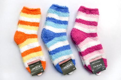 冬の必需品・もこもこ靴下各1,500ウォン