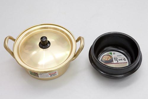 金色の鍋、石焼鍋 各3,000ウォン(3階)