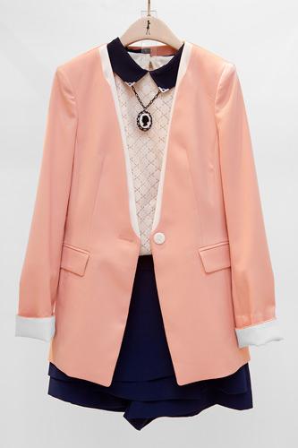 ジャケット 169,000ウォンネックレス付シャツ 99,000ウォンハーフパンツ 99,000ウォン