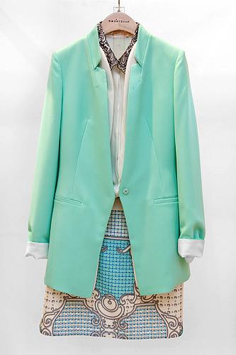 ジャケット 179,000ウォンシャツ 99,000ウォンスカート 89,000ウォン