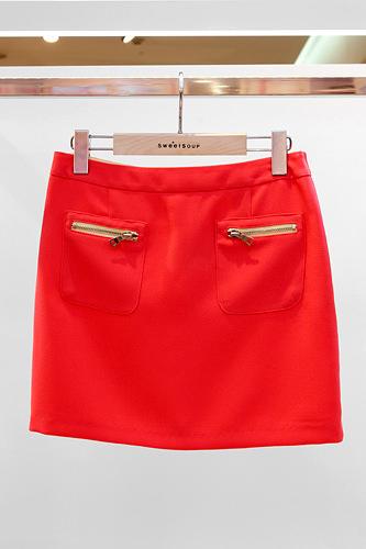 ビビットカラーを効かせてスカート 59,000ウォン
